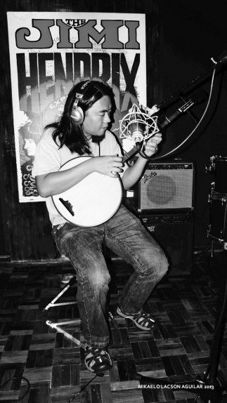 """Kakoy Legaspi laying down tracks with his """"zen"""" guitar"""